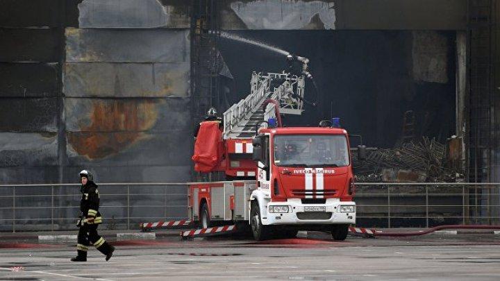 В Екатеринбурге загорелся склад на площади 2000 квадратных метров