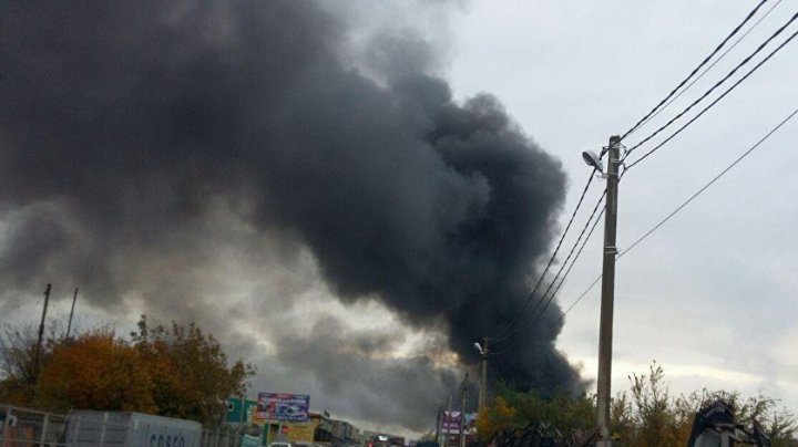 Мощный пожар на рынке под Ростовом сняли с высоты птичьего полета