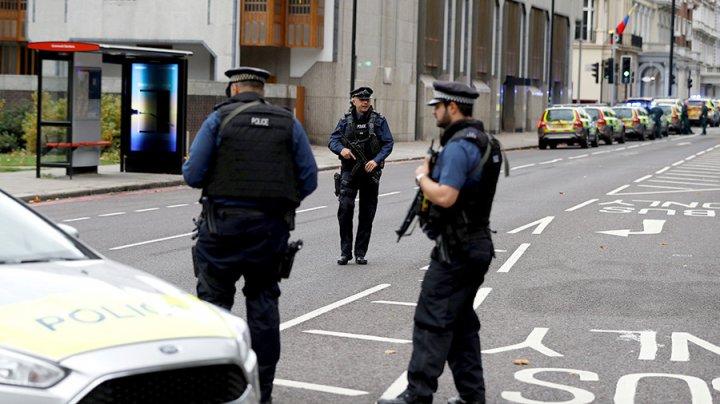 Видео: Задержание прохожими водителя, наехавшего на пешеходов в Лондоне