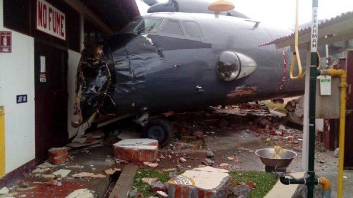 В Перу военный самолет врезался в базу полиции
