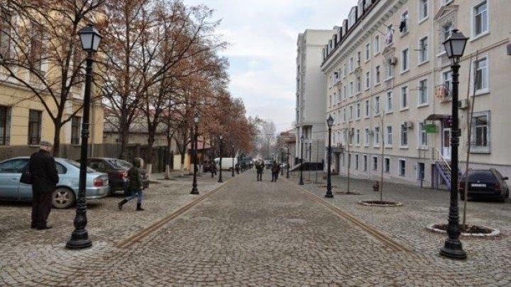 На столичной пешеходной улице раздали более 2000 книг, которые пожертвовала Румыния