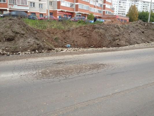 На многострадальной улице Комсомольской разрушается новый асфальт