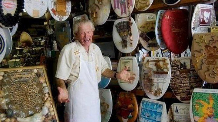96-летний пенсионер продаёт коллекцию туалетных крышек, которые собирал 50 лет