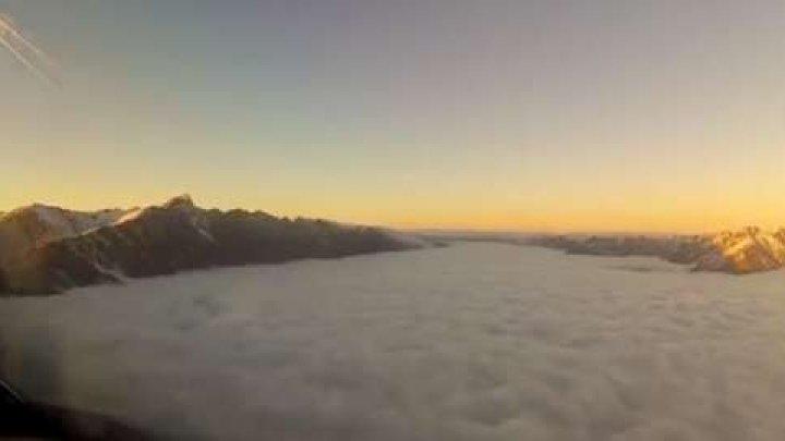 Как посадить самолёт в облаках: пилот показал то, что обычно не видят простые пассажиры