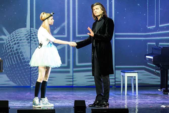 В Тольятти: Дмитрий Маликов и девочка-диджей
