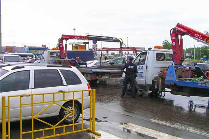 Вызов эвакуатора: По жалобам жителей города сотрудники ДПС выезжают и принимают меры