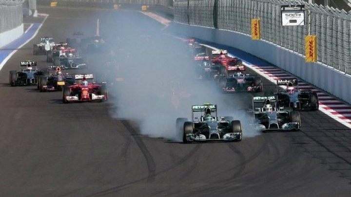 Пилот «Формулы-1» протаранил болид соперника после финиша: видео