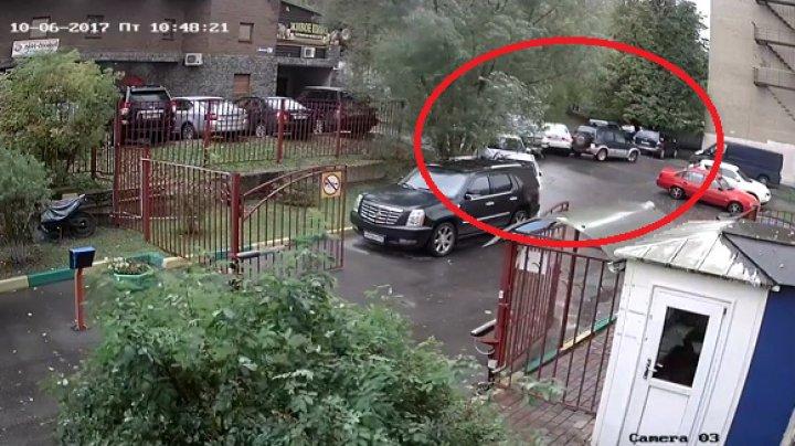 Камера сняла, как дедушка за 20 секунд протаранил несколько авто в Красногорске