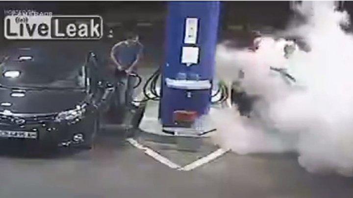 Видео: заправщик «потушил» пеной решившего закурить водителя