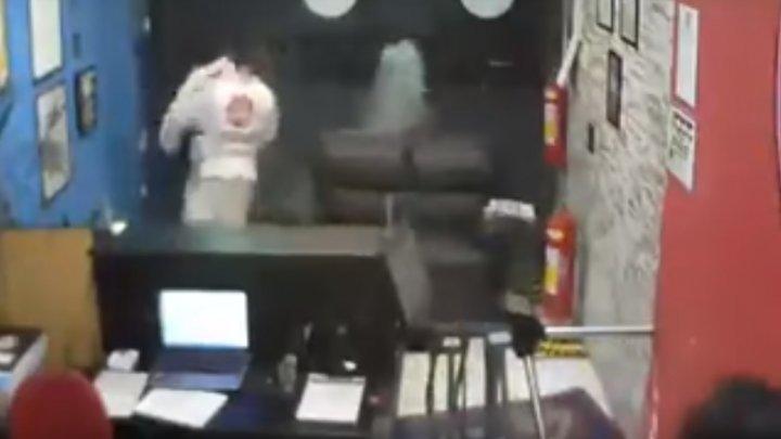 В Бразилии грабитель попытался ограбить клуб, где занимались борцы