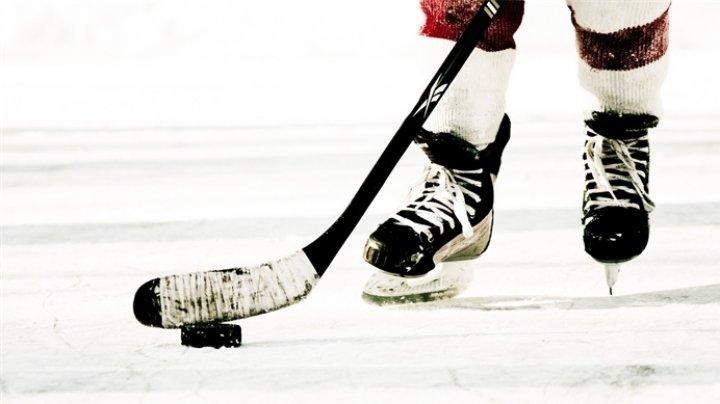«Удар Супермена» отправил хоккеиста в нокдаун во время матча НХЛ