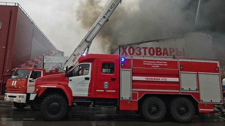 Спасатели вынесли из огня петербурженку с маленьким ребенком