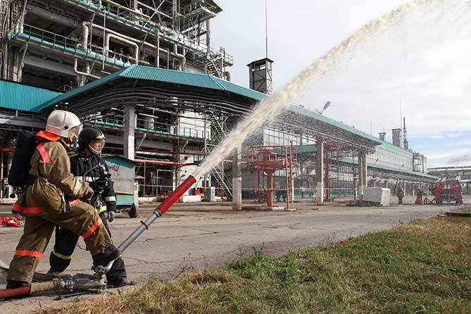 Пожарно-спасательные подразделения Тольятти провели пожарно-тактические учения