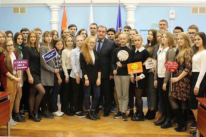 Сколько выпускников-медалистов 2017 года осталось в Тольятти