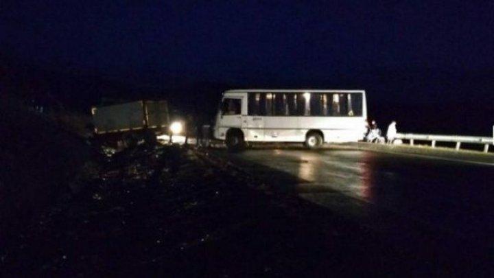 Фото с места смертельного ДТП с автобусом с детской спортивной командой под Читой