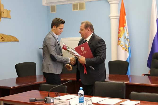 09-10-2017: В администрации города чествовали тольяттинских фехтовальщиков