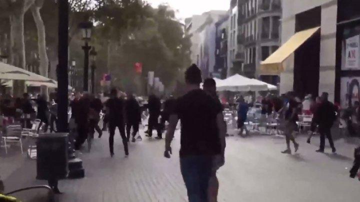 Массовая драка стульями на улицах Барселоны попала на видео