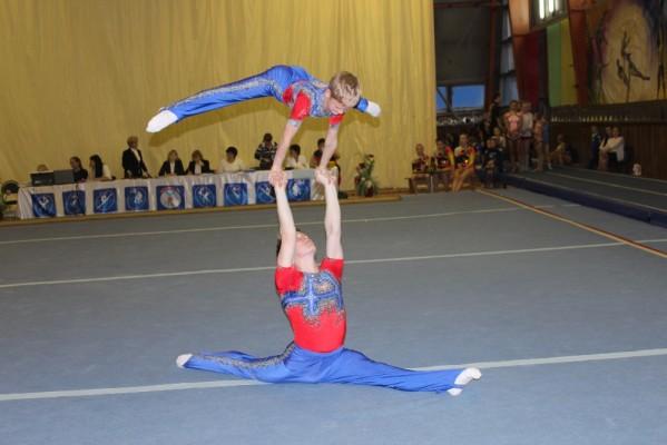 В Кирове состоялся розыгрыш Кубка области по спортивной акробатике