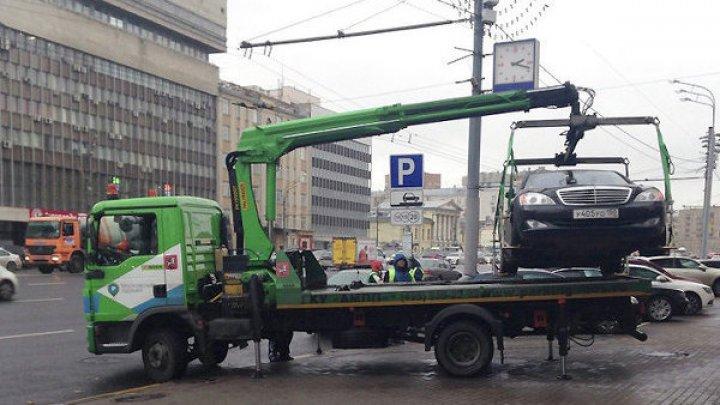 Водитель попытался уберечь машину от эвакуации и умер: видео