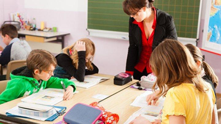 Ученица рассказала, как детей выносили из школы без сознания из-за мобильного приложения