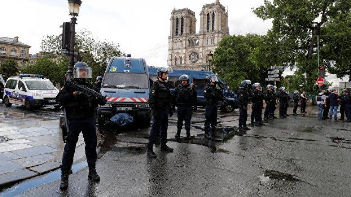 Водитель протаранил толпу людей во Франции намеренно