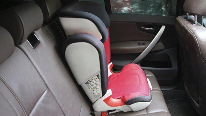 Водитель такси сбил клиента из-за спора о детском кресле