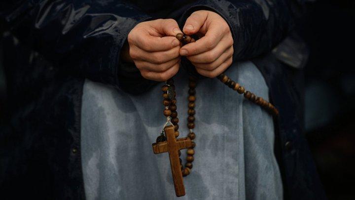 Напавшую на священника с мечом возмутило богохульство