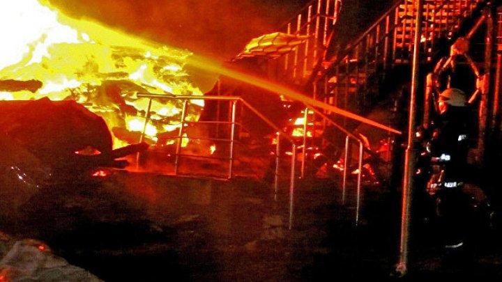 Женщина с двумя детьми выпрыгнула из горящей квартиры на Чукотке