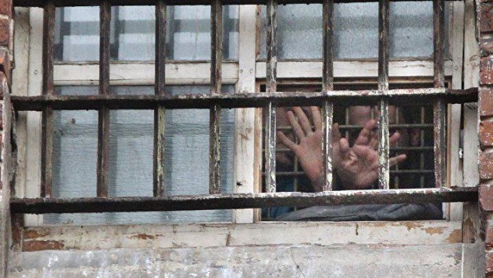 Одного из обвиняемых, порезавших себе руки в Мосгорсуде, поместили в карцер