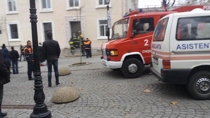 В центре столицы загорелось здание: фото