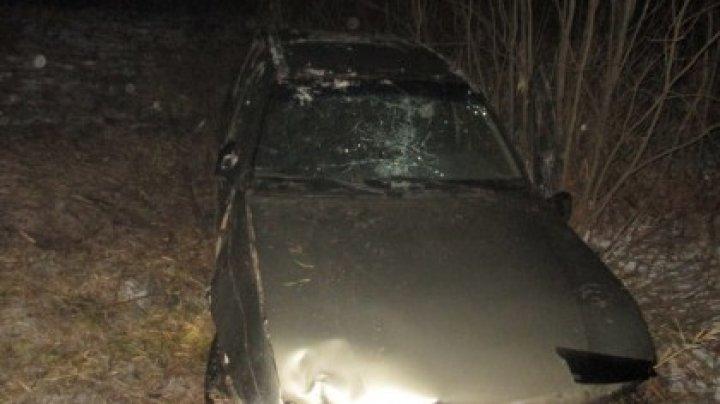 Пьяный парень без прав вылетел с дороги, перевернулся и сбежал с места ДТП, бросив 16-летнюю пострадавшую в машине