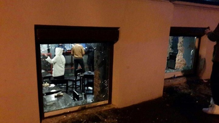 В центре Харькова разгромили паб: видео