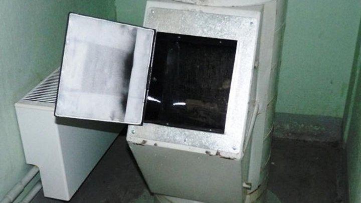 Очевидцы рассказали о спасении девушки, упавшей в мусоропровод в Петербурге