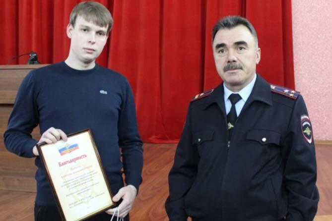 14-11-017: В полиции поблагодарили тольяттинца за помощь в задержании злоумышленников