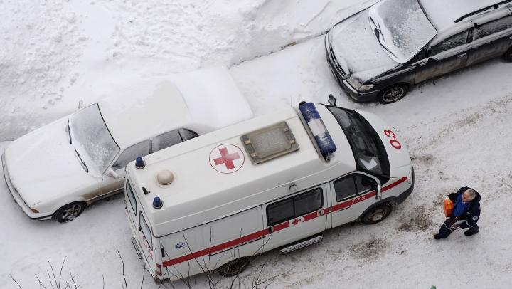 Сотруднику скорой со сломанным носом пришлось отстреливаться от дебошира в Омске