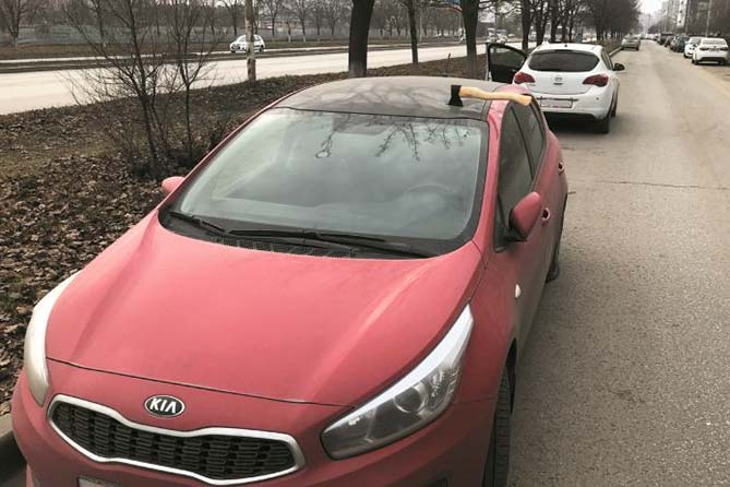 Подойдя к своему автомобилю, молодой человек увидел жуткую картину