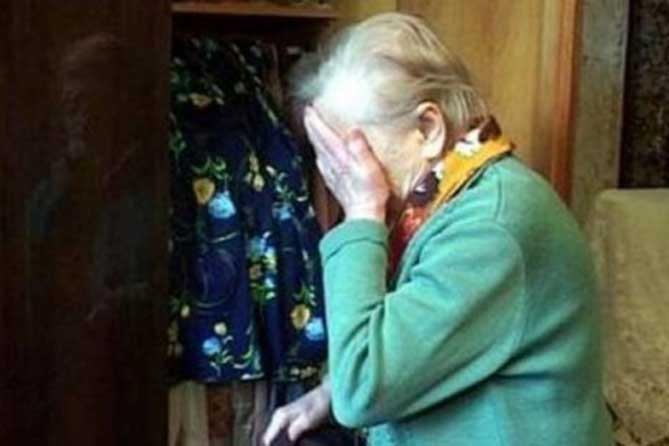 Ограбили 81-летнюю бабушку