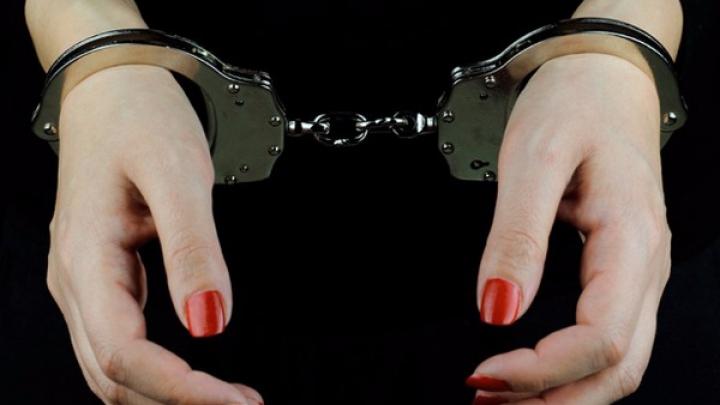 Дочь спустила все деньги родителей, пока те были в отпуске, и попала в тюрьму