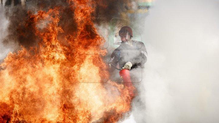 Пожар в многоэтажке в Бельцах: 40 семей были срочно эвакуированы