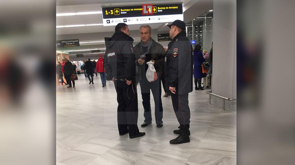 Актёра Александра Балуева сняли с рейса в Калининграде