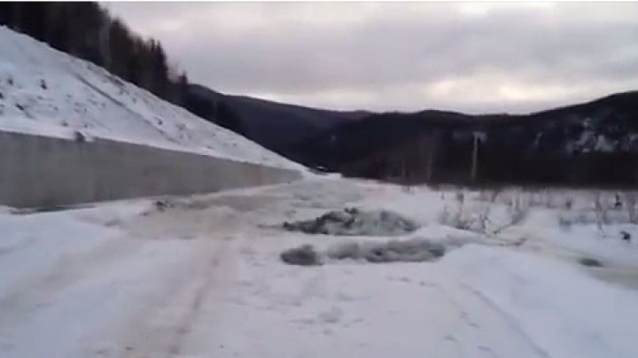 Видео: в Красноярском крае затопило 11 километров дороги