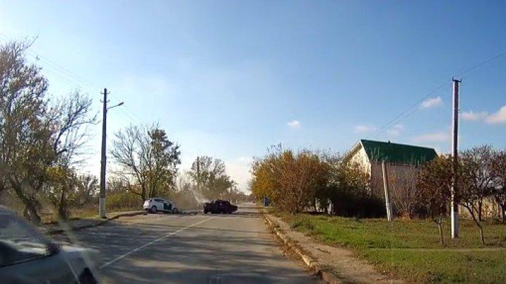 В Сети появилось видео с моментом страшного ДТП в Крыму, унесшего жизни 2 человек