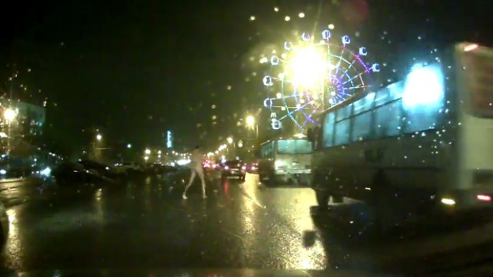 Голый мужчина пробежался по центру Кирова (18+)