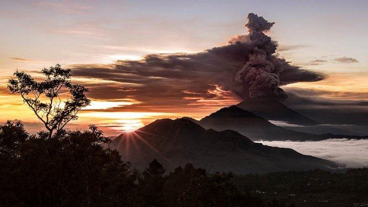 На Бали отменили авиарейсы из-за извержения вулкана