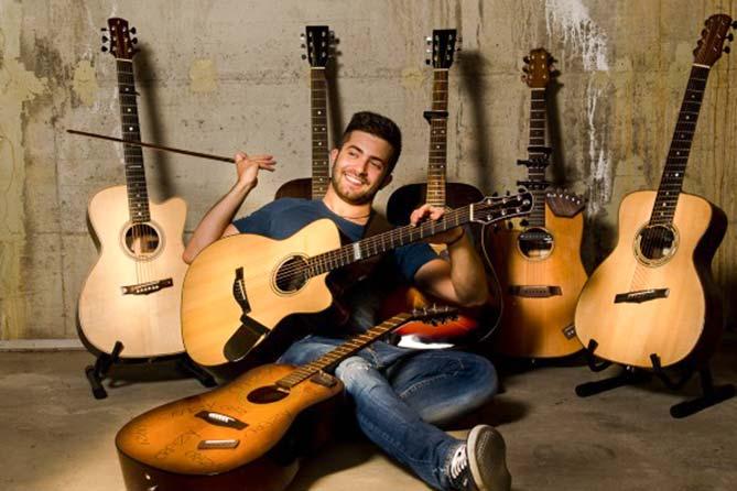Легендарный итальянский гитарист Лука Стриканьоли выступит в Тольяттинской филармонии