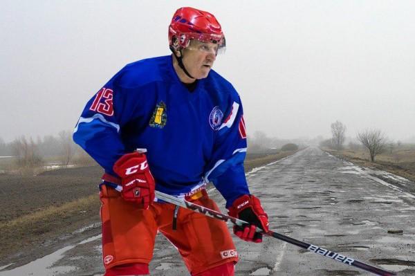 «Русская страсть»: депутаты ОЗС вышли на лед в новой форме, в то время как у детей нет денег даже на шайбы