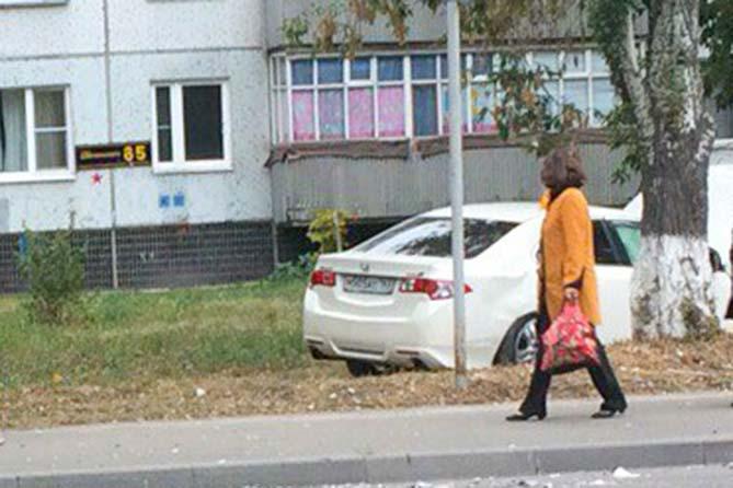 К женщине на улице подошел незнакомый мужчина