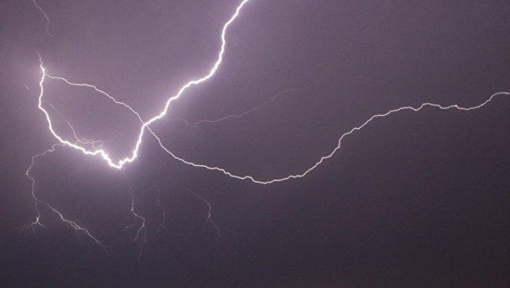 Самолет экстренно сел в аэропорту Софии из-за удара молнии