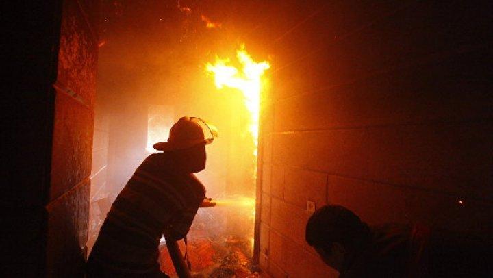 Полицейский спас 15 человек после взрыва газового баллона в жилом доме в Иркутской области