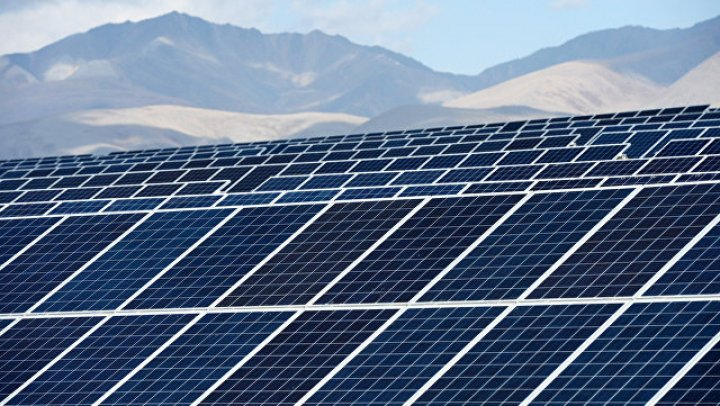 Дорогу из солнечных батарей построили в Китае